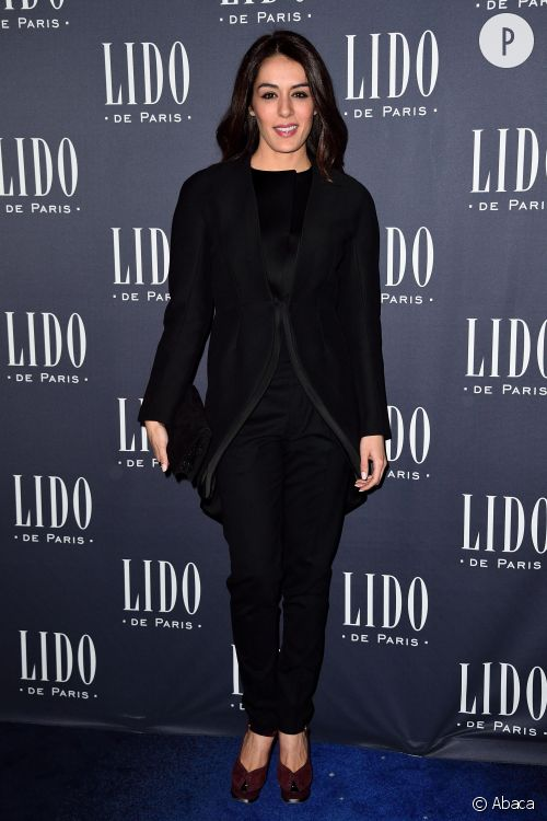 Sofia Essaïdi fait sensation à Paris avec un look du soir tendance et chic.