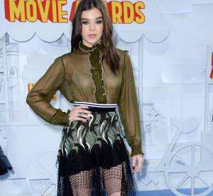 Top : Hailee Steinfeld en Rodarte aux MTV Movie Awards 2015.