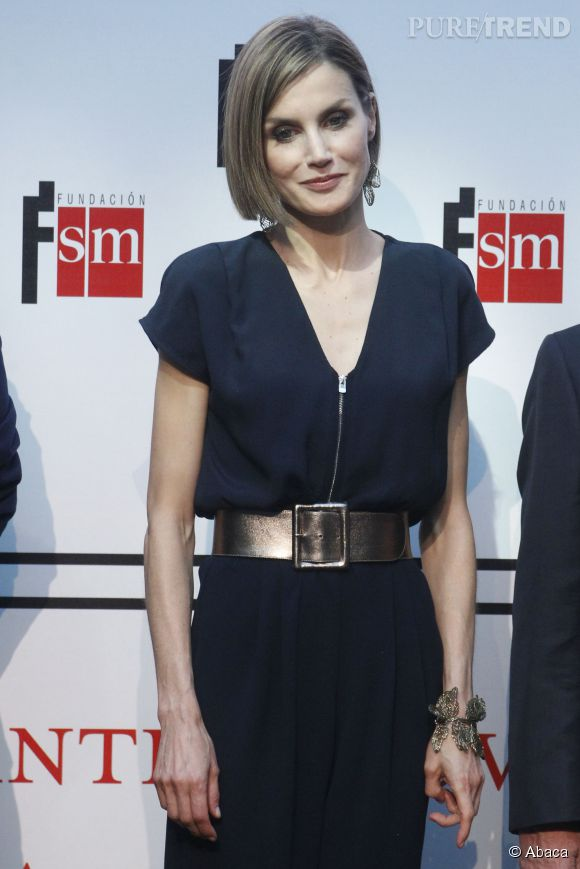 Letizia Ortiz a-t-elle vraiment besoin d'une ceinture pour marquer sa taille si fine ?