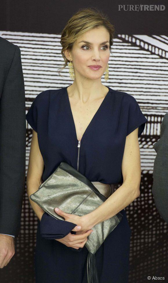 En mars, la reine espagnole portait la même combinaison... avec la même ceinture et les mêmes sandales !