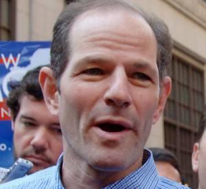 Eric Spitzer (2ème à gauche) est devenu journaliste après avoir trompé sa femme avec des prostitués...