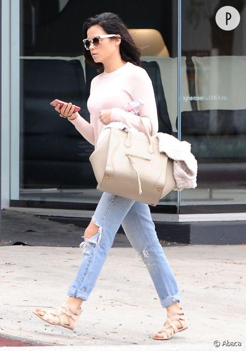 Jenna Dewan apprivoise le jean destroy. Copiez son look !