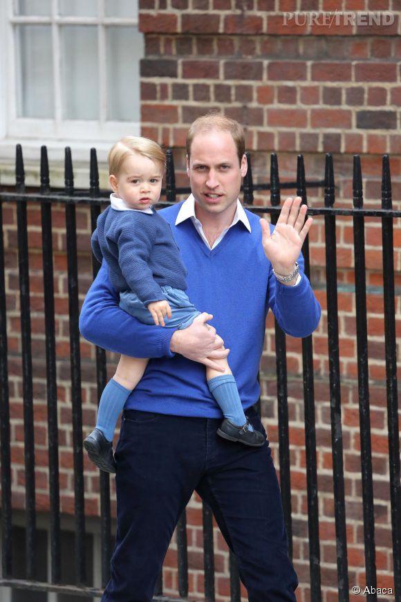 Le Prince William arrivent à la maternité de Saint Mary à Londres avec son fils George. ce dernier va rencontrer sa petite soeur pour le première fois!