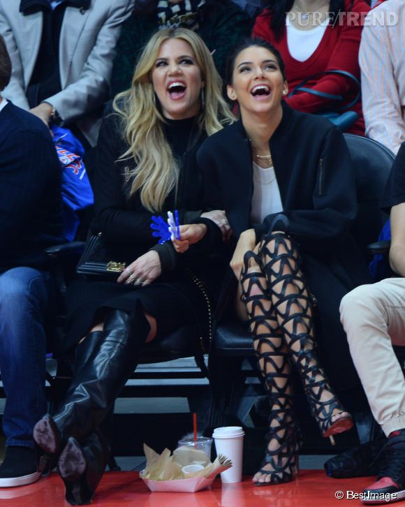 Kendall Jenner et Khloe Kardashian s'éclatent en plein match de basket !