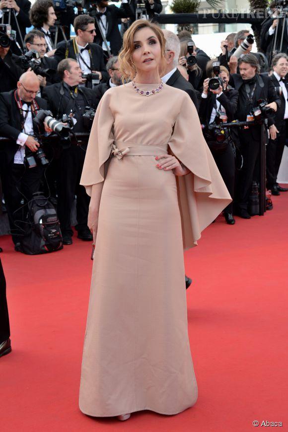 Clotilde Courau avec sa robe Valentino Couture et sa parure Bulgari.
