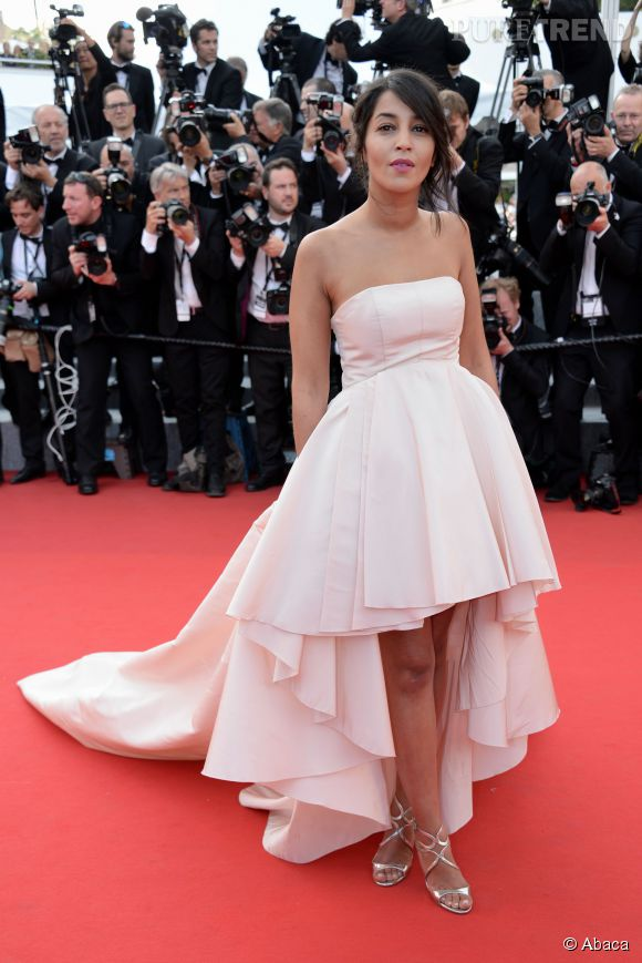 Leïla Bekhti, élégante avec sa robe Giambattista Valli et ses chaussures Jimmy Choo.
