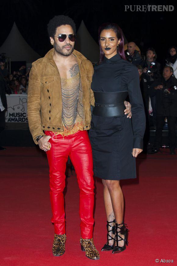 Même en pantalon de cuir rouge et bottines léopard, Lenny Kravitz nous fait de l'effet.