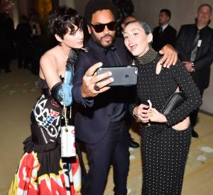 D'ailleurs, il est toujours la coqueluche des jeunes femmes. En l'occurrence, Miley Cyrus et Katy Perry.