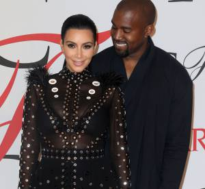 Kim Kardashian adopte la transparence : culotte apparente pour la future maman