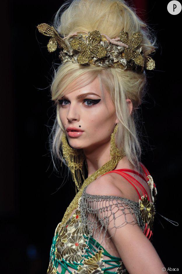 Andreja Pejic est le nouveau visage des cosmétiques Make Up For Ever.