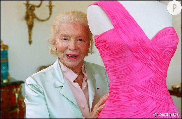 Madame Carven dans ses ateliers, en 2002.