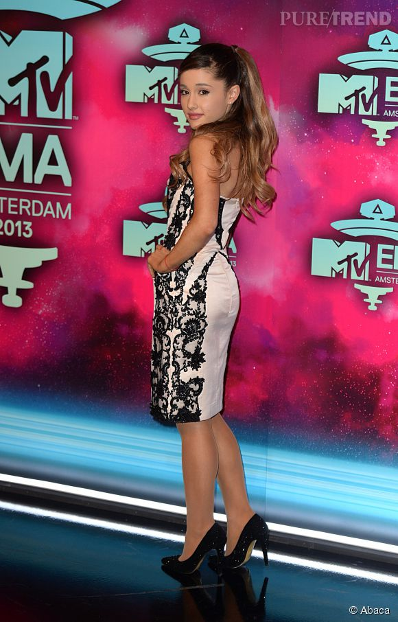 Ariana Grande a écrit un tweet féministe qui agite la Toile.