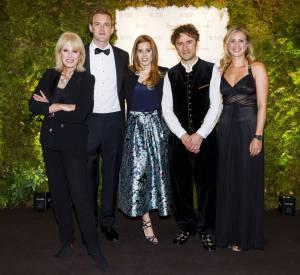 Joanna Lumley, Freddie Andrewes, la princesse Beatrice, Thomas Heatherwick et Holly Andrew lors d'un gala au profit du Garden Bridge le 10 juin 2015 à Londres.