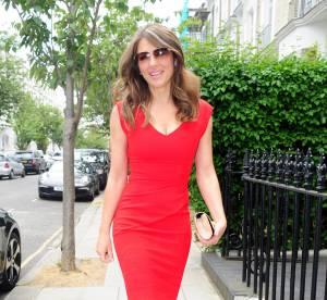 Liz Hurley : la bombe fête ses 50 ans en robe rouge passion... Renversante !