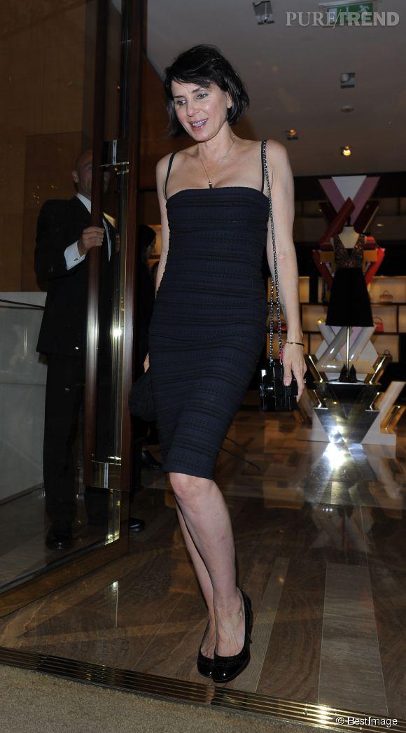 Sadie Frost dévoile sa ligne impeccable dans une petite robe noire à la soirée Louis Vuitton LCM à Londres le 10 juin 2015.