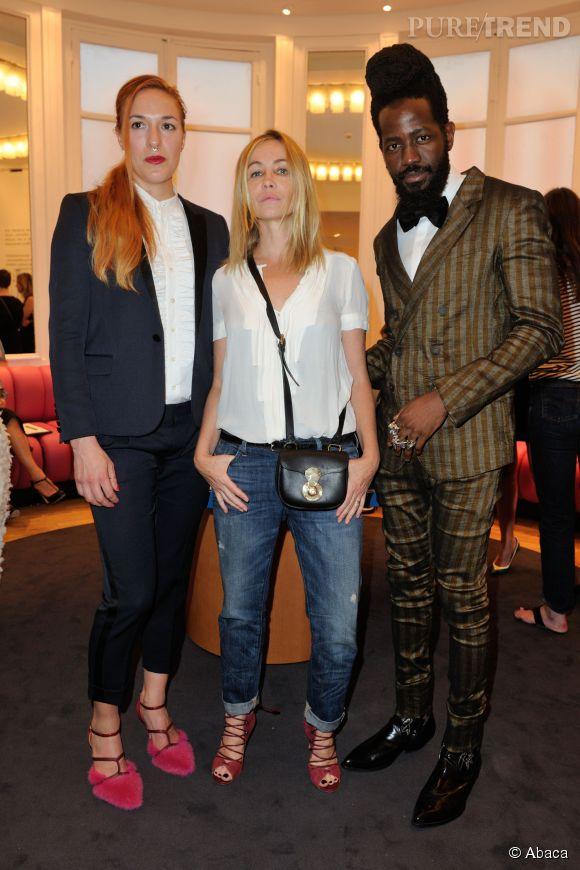Emmanuelle Béart, entourée de Mary Alice Malone et de Roy Luwolt, les créateurs de la marque Malone Souliers.