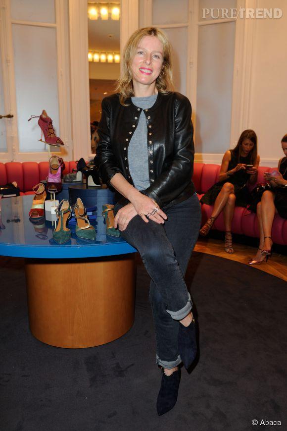 Karine Viard craque elle aussi pour le modèle Gigi, dans la version noir cette fois, pour s'harmoniser avec son look rock.