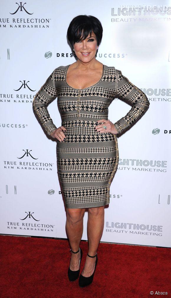 Comme ses filles, Kris Jenner aime les robes très moulantes.