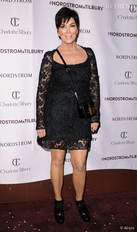 Kris Jenner est également éprise de dentelle sur le red carpet.