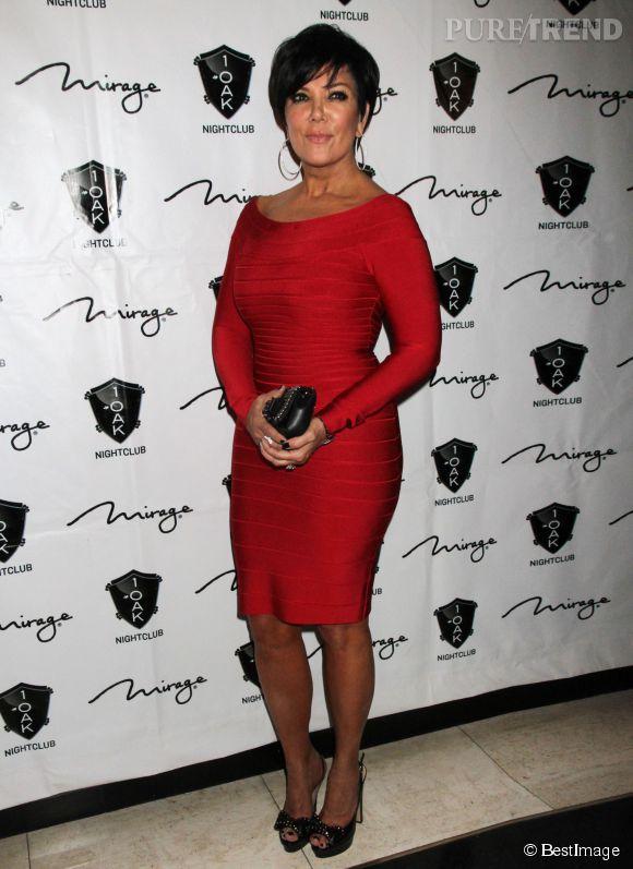 A 59 ans, Kris Jenner apprécie les robes moulantes et incendiaires sur le tapis rouge.
