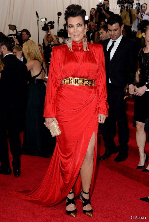 Kris Jenner, toujours sexy à 59 ans, elle enflamme les tapis rouges !