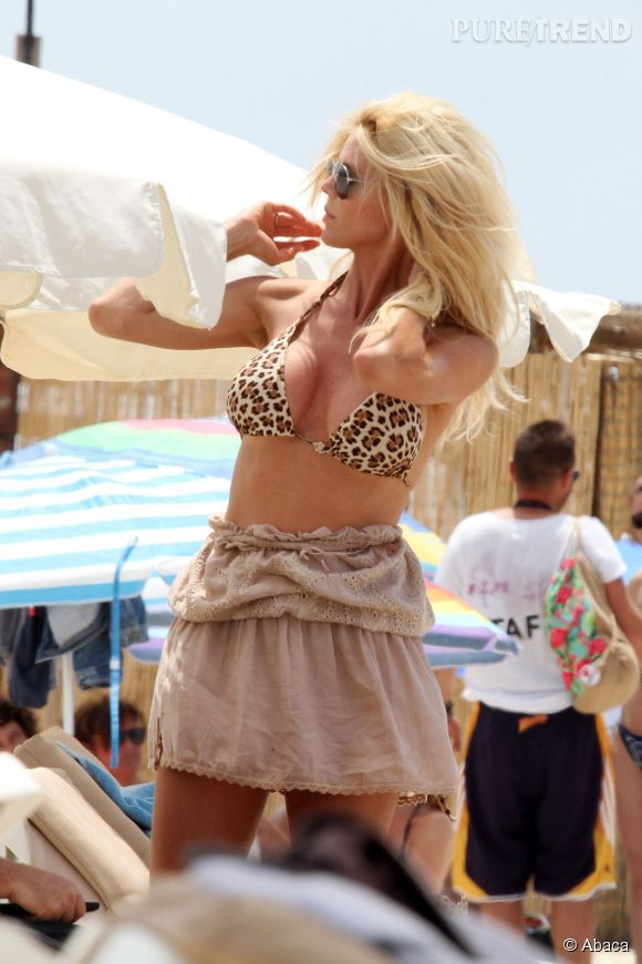 Victoria Silvstedt, en bikini léopard à Ibiza