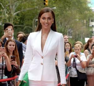 Irina Shayk : toute nue sous sa veste à New York