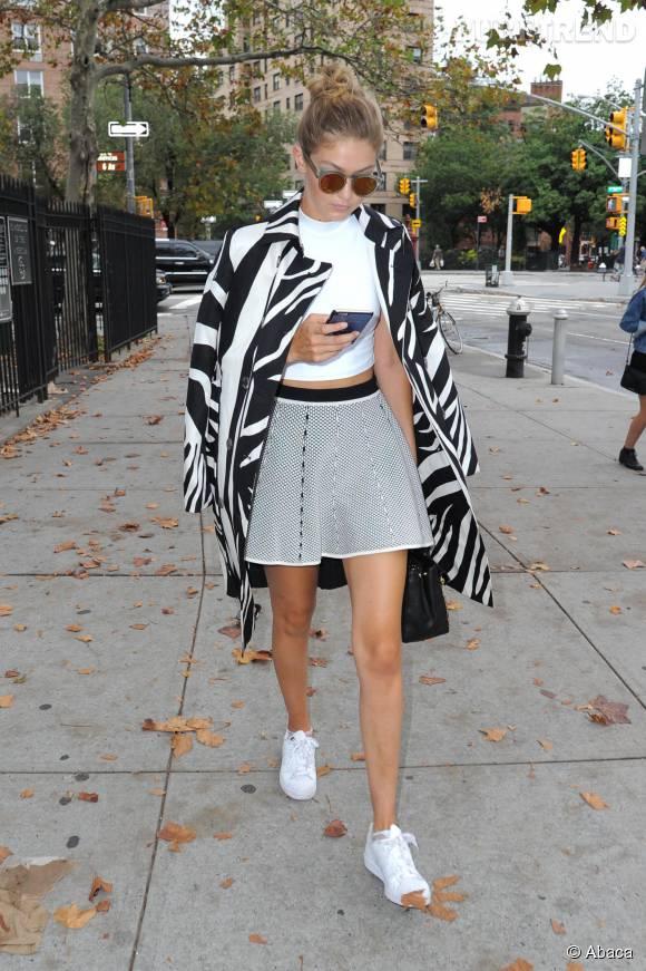 Gigi Hadid dans son look casual/chic.