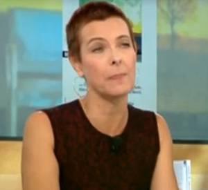 Carole Bouquet explique pourquoi elle s'est rasée la tête.