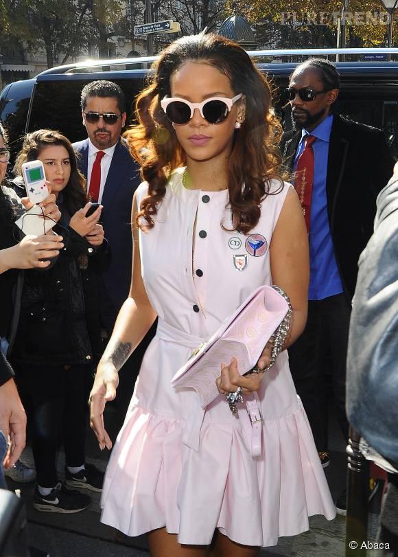 """Rihanna, élégante et chic pour dîner à """"L'avenue"""""""