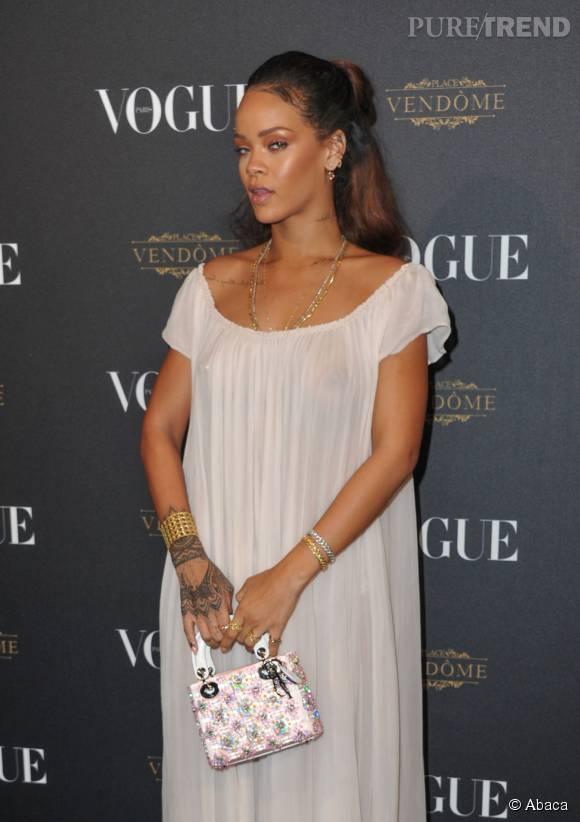 Rihanna et ses tétons apparents pour la soirée Vogue