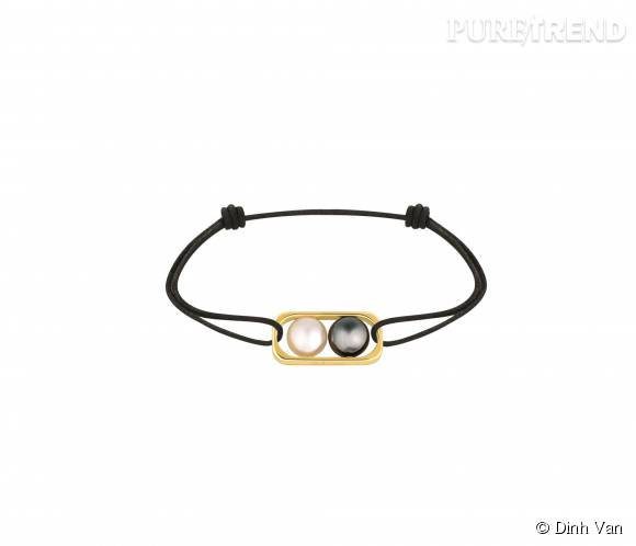 Braceletdinh van en or jaune,perles d'eau douce et d'hématite.   550 euros.