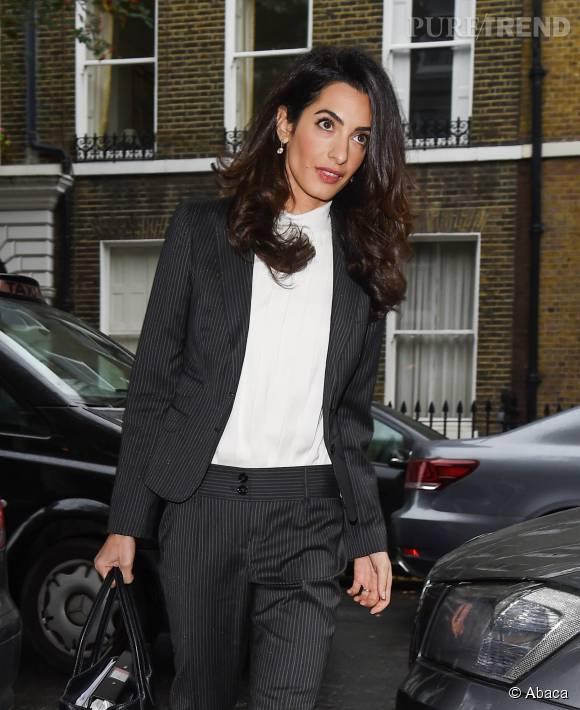 amal clooney parfaite working girl en tailleur pantalon un look copier puretrend. Black Bedroom Furniture Sets. Home Design Ideas