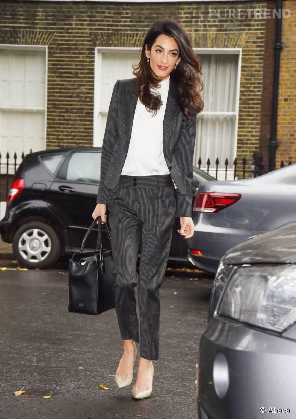 Madame Clooney a le style dans la peau. Même si elle plaide en robe, elle arbore des tenues très réfléchies !