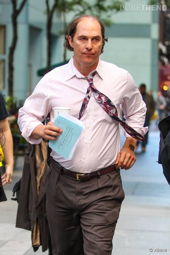 """Matthew McConaughey, bedaine et tête dégarnie pour son personnage dans le film """"Gold""""."""