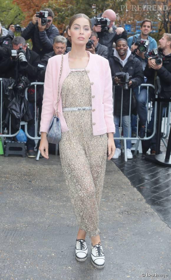 Marie-Ange Casta et son look romantique au défilé Chanel printemps-été 2016.