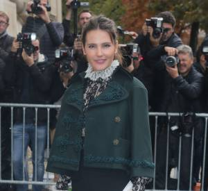 Virginie Ledoyen a opté pour une veste en drap de laine issue de la collection Chanel métiers d'arts Paris-Salzburg 2014-2015.