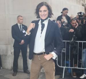 Inès de la Fressange ressort son pantalon à pattes d'eph au défilé Chanel printemps-été 2016.