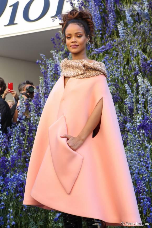 Rihanna au défilé Dior Printemps-Été 2016 le 2 octobre 2015 à Paris.