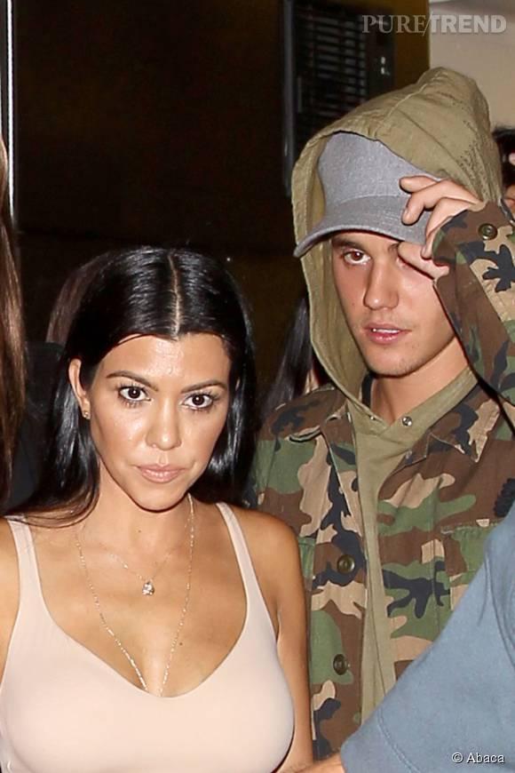 Kourtney Kardashian n'hésite pas à s'afficher avec un décolleté vertigineux pour une soirée très sexy avec Justin Bieber, vendredi 9 octobre 2015.