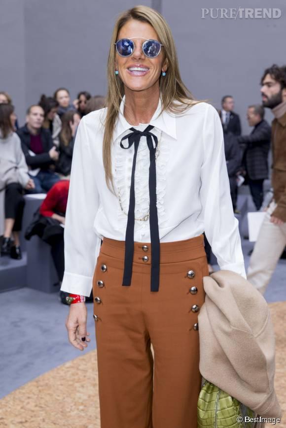 Lors du défilé Printemps-Eté 2016 Chloé, Anna Dello Russo avait opté pour une élégante chemise lavallière.
