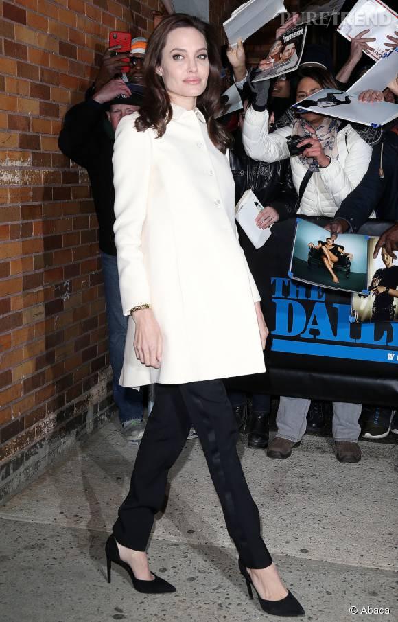 Angelina Jolie se bat contre l'anorexie.