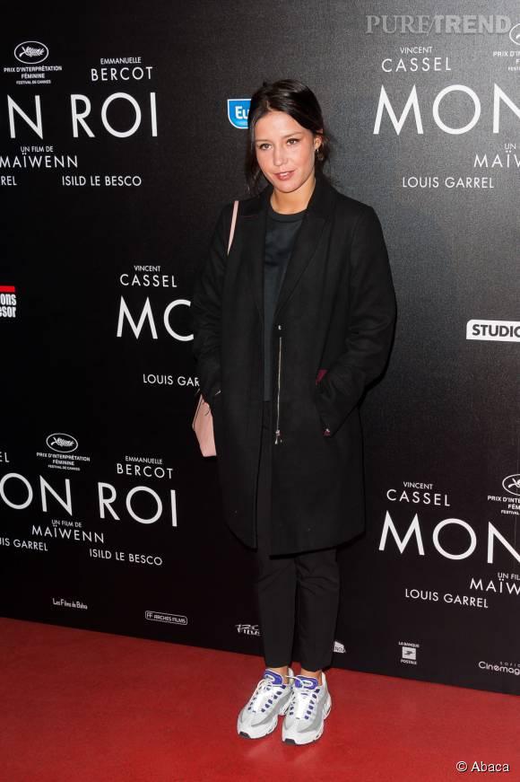 Adèle Exarchopoulos ose les baskets pour le red carpet.