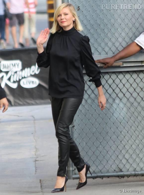 Kirsten Dunst, en total look noir ce lundi 12 octobre 2015.