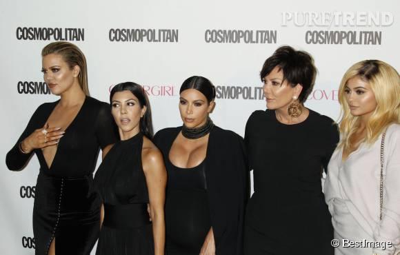 Khloe Kardashian avec ses soeurs Kourtney, Kim, Kylie et leur mère Kris. Quelques heures après cette photo, Khlo, Kim et Kris s'envolaient à Las Vegas pour soutenir Lamar Odom.