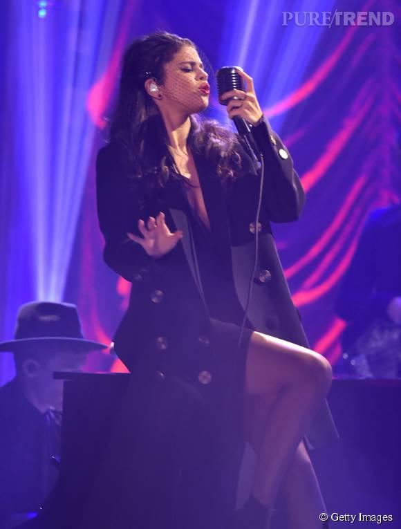 Selena Gomez fait monter la température chez Jimmy Fallon.