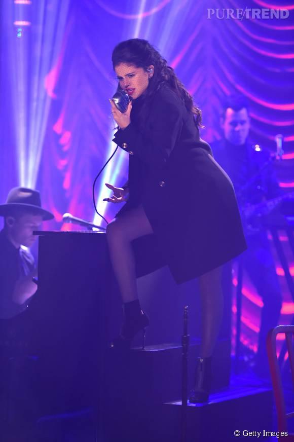 Selena Gomez plus envoûtante que jamais, elle fait le show.