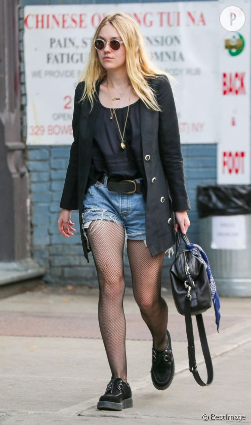 Dakota Fanning dans un look grunge mais chic.