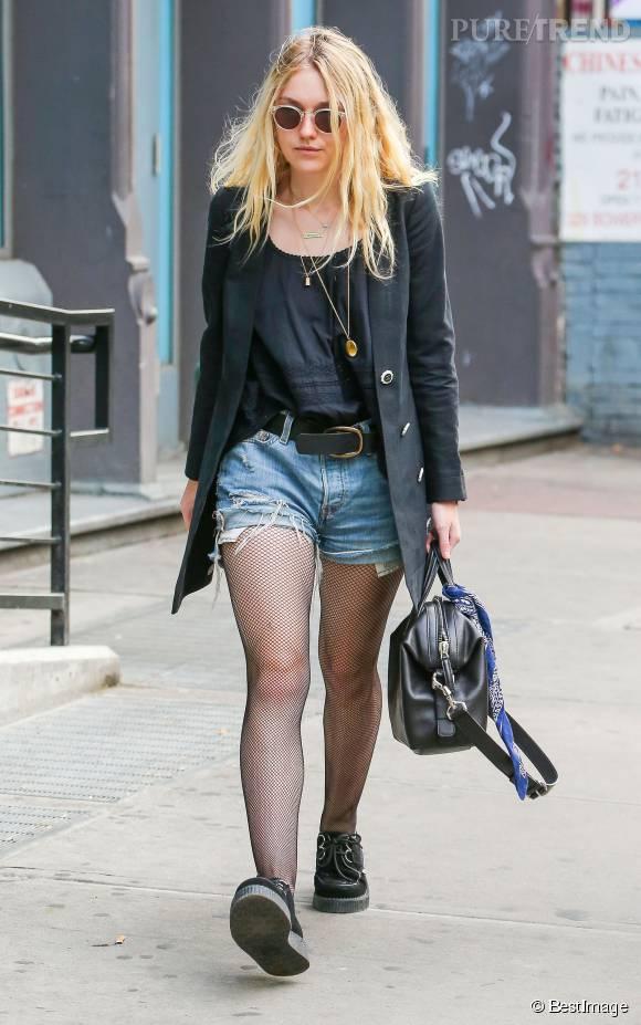Dakota Fanning canon dans ce blazer Chanel.