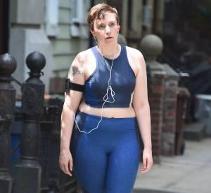 """Lena Dunham en plein jogging dans les rues de New York, sur le tournage d'un nouvel épisode de """"Girls""""."""